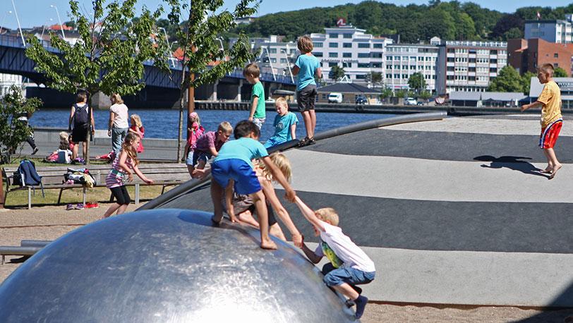 https://blogg.stenaline.se/app/uploads/2014/09/Aalborg-Hamnfront-lekplats.jpg