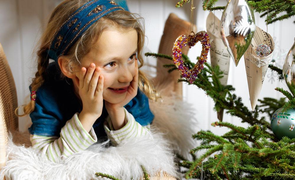 Girl-with-Christmas-Tree