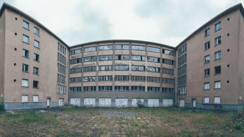 Nedgången betongbyggnad i Prora.
